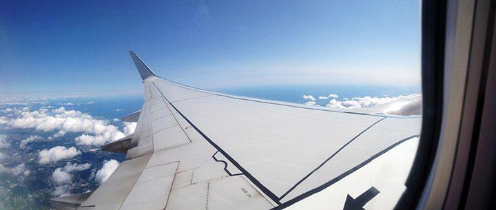 iesire de urgenta pe aripa avionului