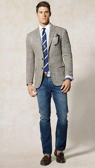 Pentru barbati, acesta inseamna a combina elemente casual (un jeans, o pereche de pantaloni chinos, jachete tricotate sau tricouri) cu piese vestimentare din garderoba eleganta (sacouri din catifea, pantaloni de costum etc.). Asadar, este o impletire intre doua stiluri aparent opuse.