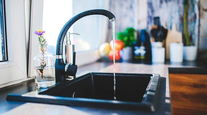 Aparate de filtrare a apei potabile: purificarea apei pentru baut