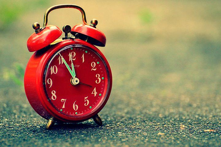 Cum aleg un ceas desteptator cu alarma inteligent