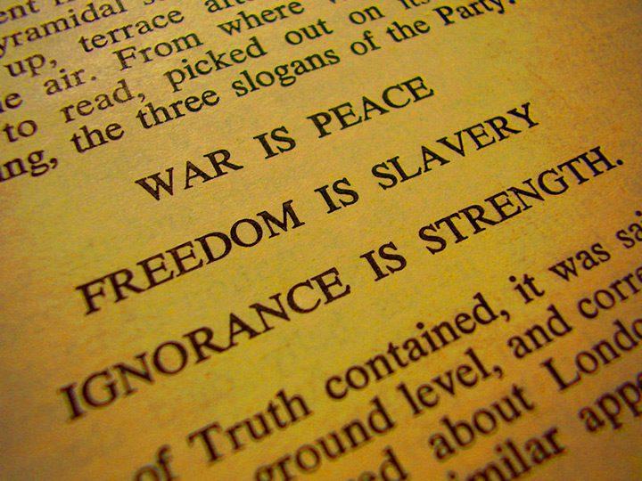 O Mie Noua Sute Opt Zeci si Patru (1984) - George Orwell