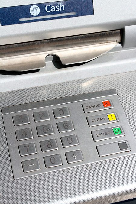 extragere bani bancomat atm de pe card