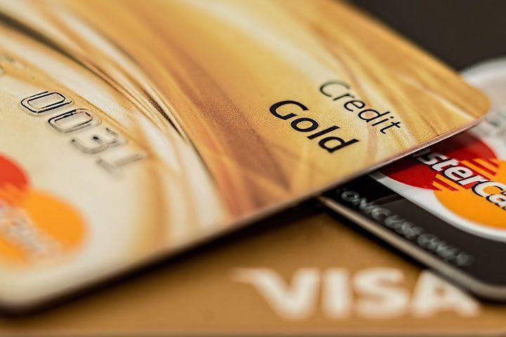 Cum folosesti un card de credit fara sa platesti dobanda la banii imprumutati