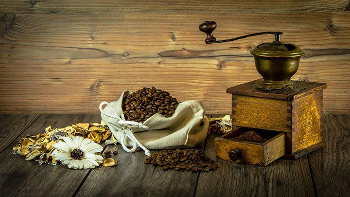 cafea boabe macinata de rasnita
