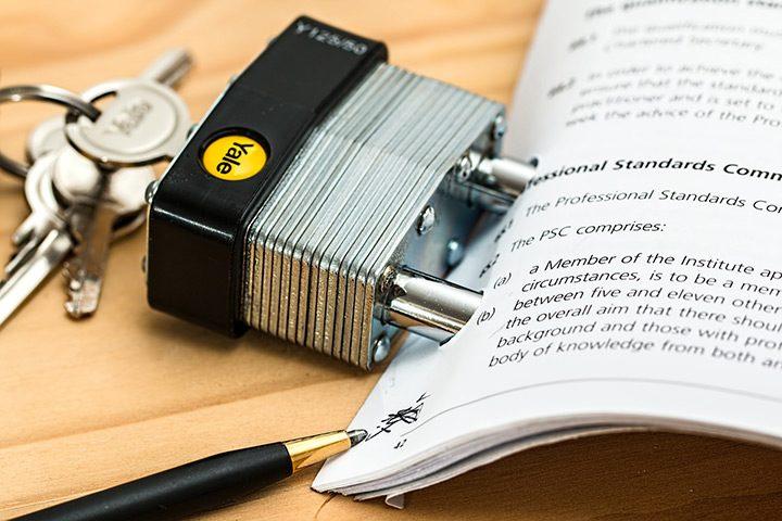 clauze abuzive in contracte comerciale