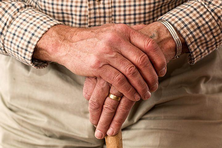 Telefoane pentru seniori: cele mai bune modele usor de folosit, cu taste mari