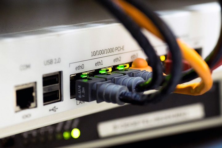 acces wan la internet prin cablu de retea ethernet rj-45