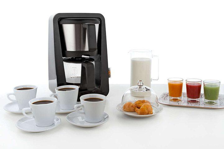 Cum alegi o cafetiera pentru cafea buna, fierbinte si preparata rapid