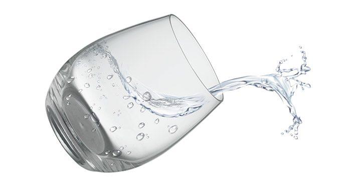 pahar cu apa curata
