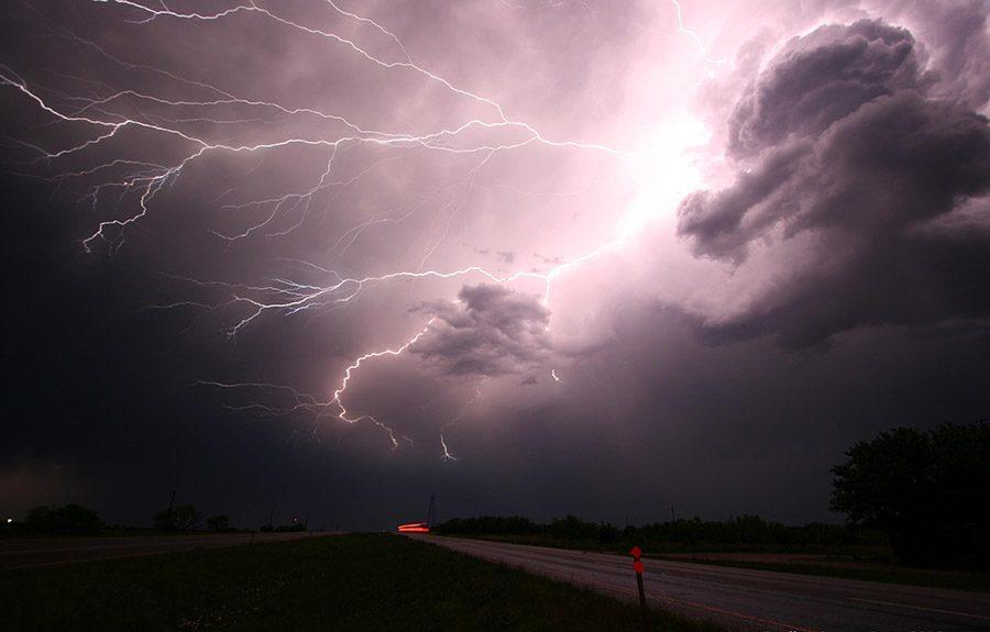 furtuna fulger ploaie