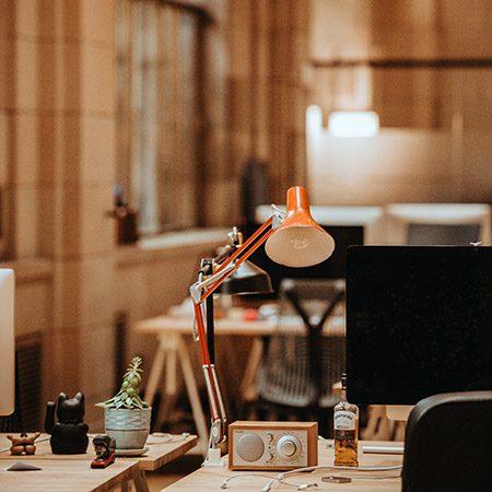 lampa de birou cu picior articulat