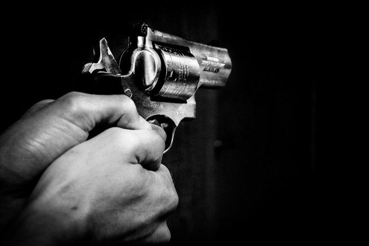 Carti politiste: intrigi pe care nu le poti lasa din mana