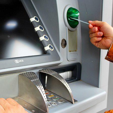 extragere bani bancomat ATM