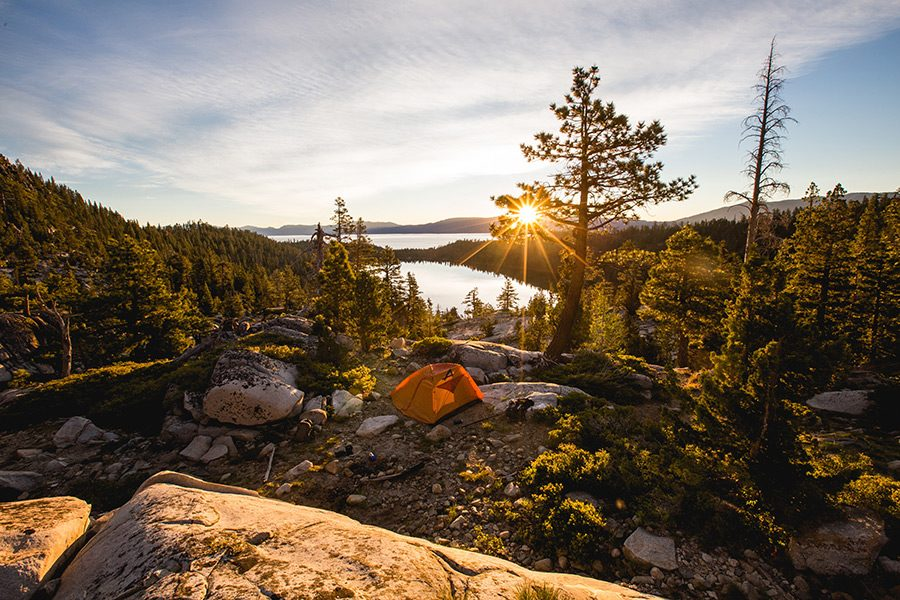 Accesorii si echipamente pentru camping in mijlocul naturii
