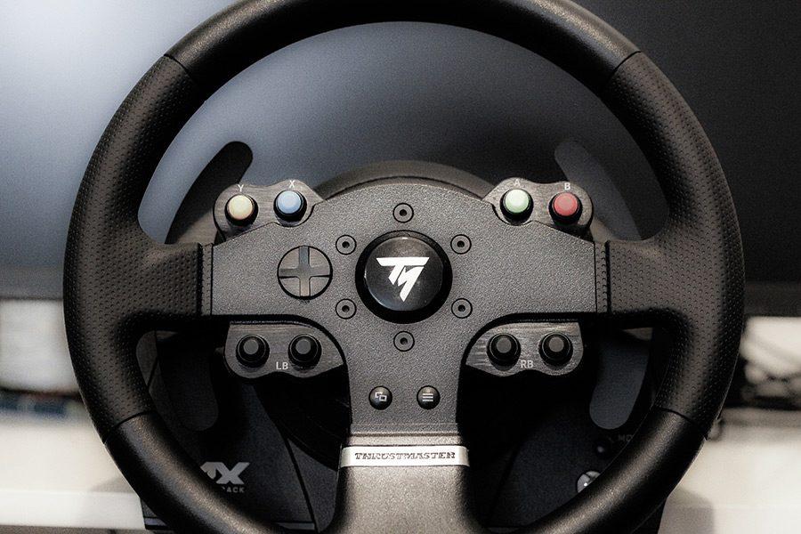 Cum alegi un volan de gaming: simulatoare auto la alt nivel pe PC si consola