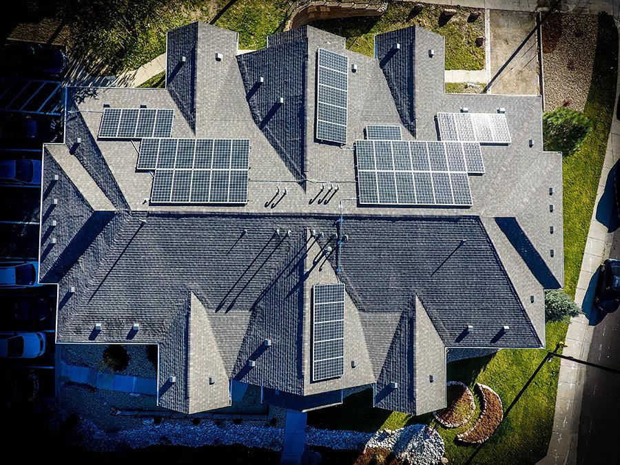 acoperis casa panouri fotovoltaice