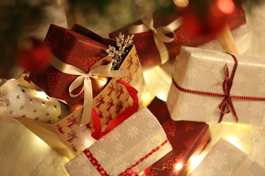 Cadouri de Secret Santa pentru colegii de la birou si nu numai