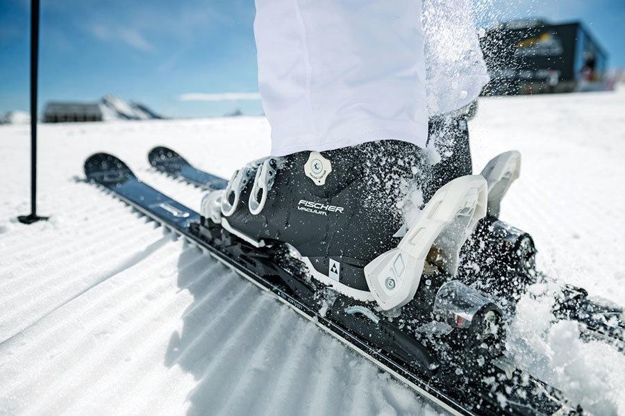 Cum alegi clapari pentru schi: flex, marime, latime, potrivire