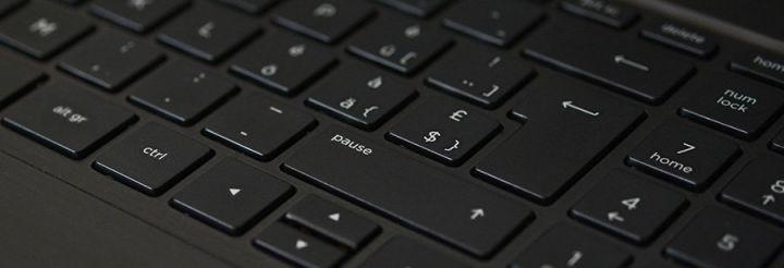 Ce este un layout de tastatura? Exemple: QWERTY, DVORAK, ANSI, ISO, tenkeyless