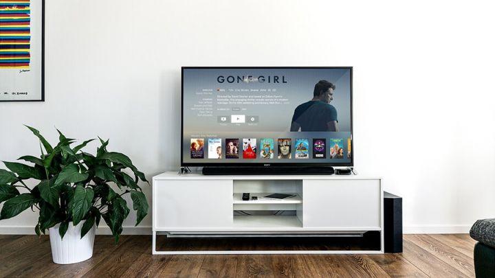 Netfix, HBO, Amazon, Apple, Disney – filme si seriale online: tarife, avantaje, dezavantaje
