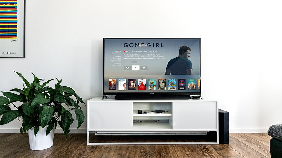 Netfix, HBO, Amazon, Apple, Disney – filme si seriale online: tarife, avantaje, dezavantaje