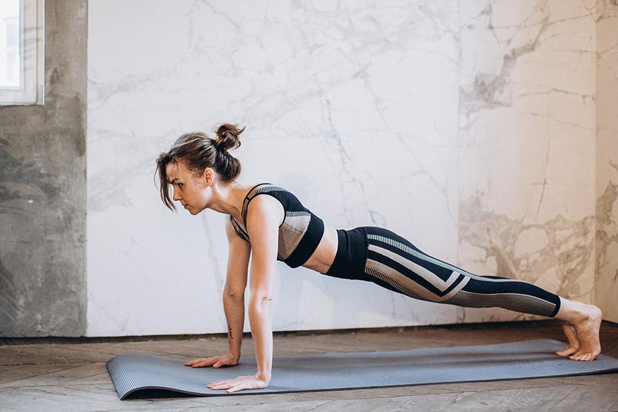 exercitii fizice la saltea