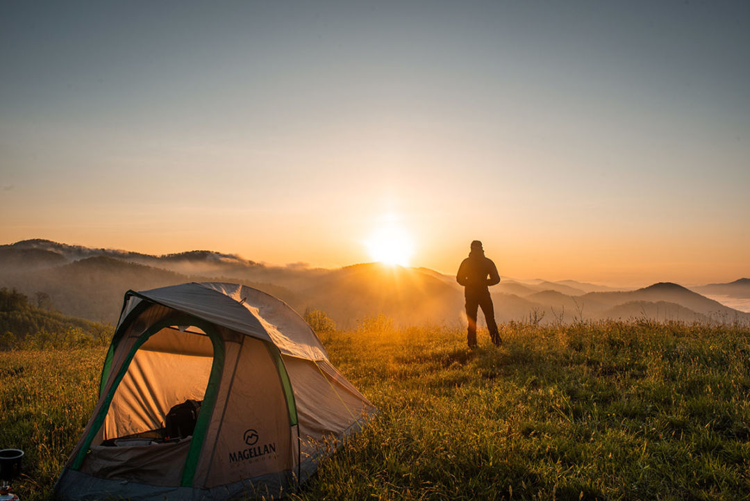 Echipament pentru hiking si trekking: ce iti trebuie pentru plimbari in natura