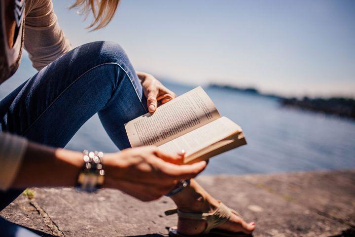 Carti noi de citit in Iulie 2020 la umbra – recomandarile Shopniac