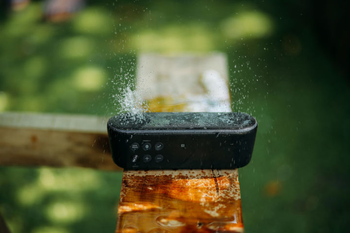 Rezistenta la apa: ce este Water Resistant (WR), Waterproof, Water repellent la ceasuri, telefoane, haine